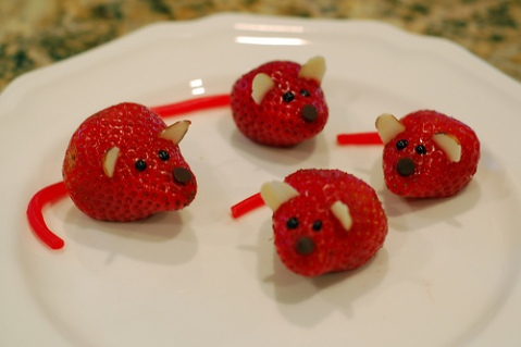 cute-food-strawberry-mice