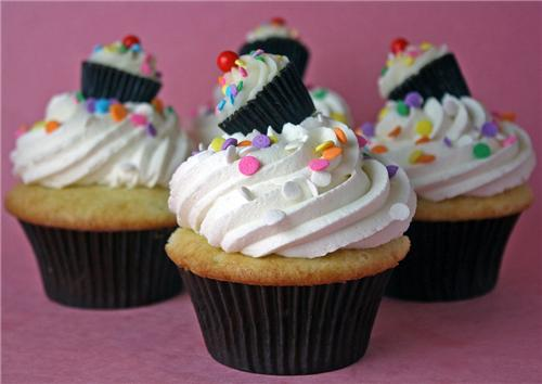 cute food photos - Cuppies Wearing Cuppie Hats!