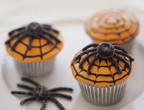 cute food photos - Gummy Spider Cupcakes