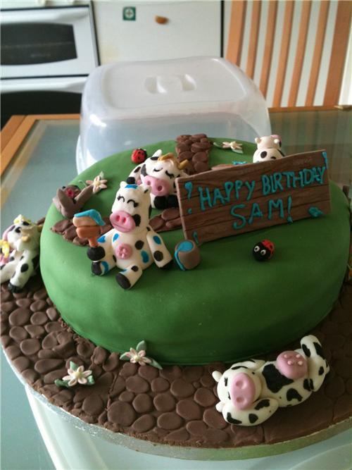 cute food photos - Cow Birthday Cake